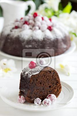 Schokoladenkuchen mit Preiselbeeren, neues Jahr, Weihnachten.