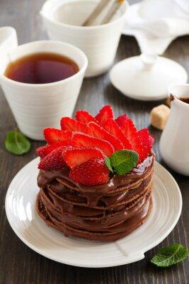 Sticker Schokoladenpfannkuchen mit Schokoladencreme und Erdbeeren.