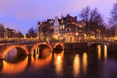 Sticker Schöne Aussicht auf Amsterdam Kanäle mit Brücke und typisch niederländisch