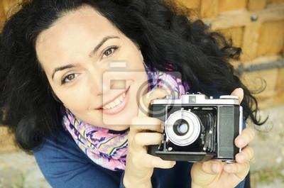 Schöne Frau mit alten Filmkamera Sammlung