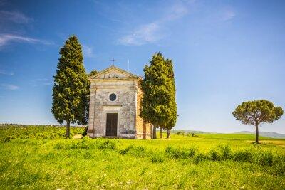 Sticker Schöne Landschaft mit Kapelle in der Toskana, Italien