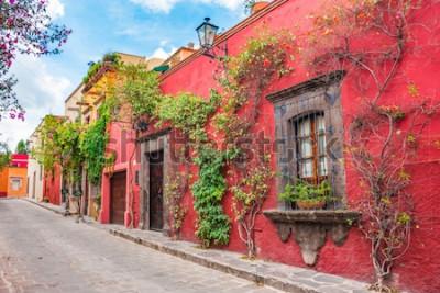 Sticker Schöne Straßen und bunte Fassaden von San Miguel de Allende in Guanajuato, Mexiko