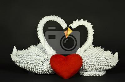 Schöne weiße Schwäne Origami in der Liebe, Büttenpapier von Hand
