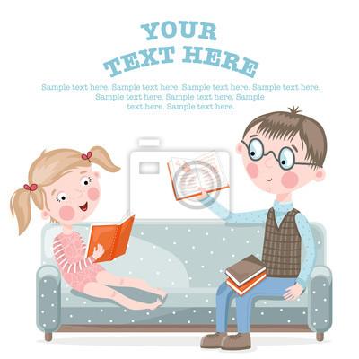 Schulkinder Hausaufgaben machen auf dem Sofa sitzen.