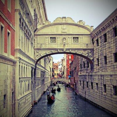 Sticker Seufzerbrücke in Venedig mit Gondeln