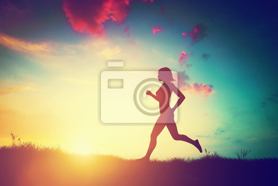 Sticker Silhouette der Frau läuft bei Sonnenuntergang