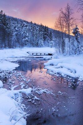 Sticker Sonnenaufgang über einem Fluss im Winter in der Nähe von Levi, Lappland