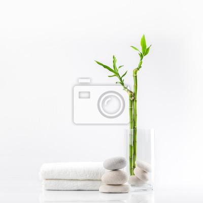 Spa Dekoration Mit Steinen Handtuch Und Bambus In Einer Vase