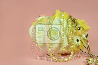 Spezielle natürlichen Perlen auf einer schönen Luxus-Muschel
