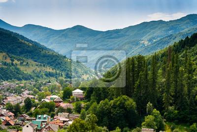 Stadt in den Bergen