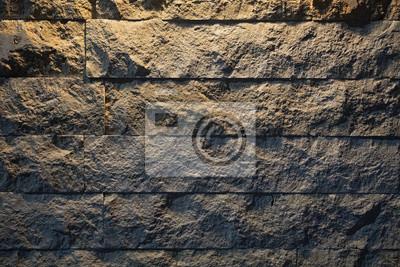 Steinmauer unter Licht. Abstrakter dunkler Wandhintergrund.