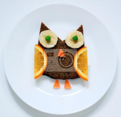 Stock-Foto-Essen-Kunst-lustig-Frühstück-oder-Mittagessen-für-Kinder-Vogel-Eule-von-Obst-auf-weißen-Teller