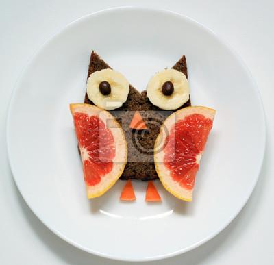Stock-Foto-Eule-von-Obst-lustig-Essen-Kunst-für-Frühstück-für-Kinder-auf-weißen-Teller