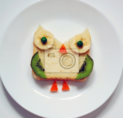 stock-Foto-gesund-Kinder-Frühstück-süß- lustige Eule-from-Fruit-on-White-Platte