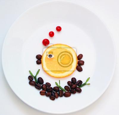 Stock-Foto-lustig-Essen-Kunst-Bild-Orange-Fisch-und-Seetang-auf-der-weißen-Platte