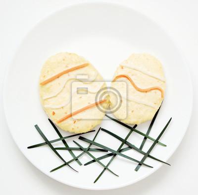 stock-Foto-Ostern-Eier-Korb-Essen-Ostern-auf-dem-weißen-Platte-Ostern-Konzept