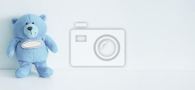 Stock-Foto-Teddy-Bär-Spielzeug- ist-Wert-allein-süß-und-lustig-Kinder-Spielzeug-auf-dem-blauen Hintergrund