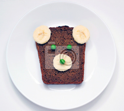 Stock-Foto-Teddy-Bär-Toast-für-Kinder-Toast-mit-süß-und-lustig-Teddy-Bär-Gesicht-auf-dem-weißen-Teller-Kinder-Frühstück-oder-Mittagessen-Essen-für- Kinder-auf-dem-weißen-Hintergrund