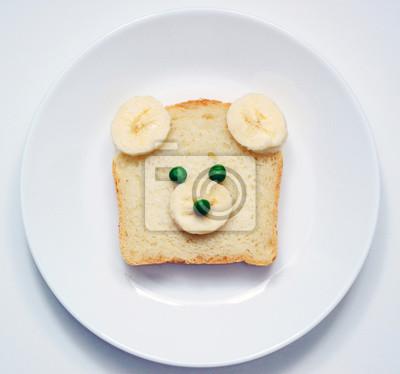 Stock-Foto-Teddybär-Toast-für-Kinder-auf-dem-weißen-Teller-süß-Tier-Gesicht-Toast-für-Kinder-Frühstück-schönen-Essen-auf-dem-weißen-Hintergrund