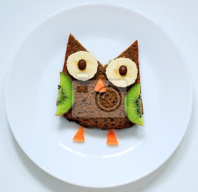 Stock-Foto-Vogel-Eule-Frühstück-oder-Mittagessen-Spaß-Essen-Kunst-für-Kinder-auf-Weiß-Platte-Top-View