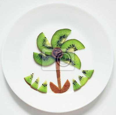 stock-photo-green-palm-tree-from-fruit-kiwi-Spaß-und-gesund-Essen-für-Kinder-auf-Weiß-Platte-Top-View