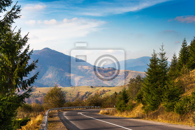 Straße in den hohen Bergen