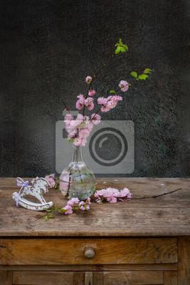 Strauß rosa Blume mit Schaukelpferd