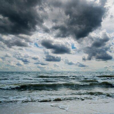 Sticker Stürmischen Himmel über dunklen Meer