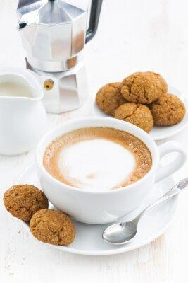Sticker Tasse Cappuccino und Makronen auf weißem Holztisch