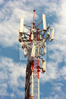 Top of Telecom Tower und blauer Himmel
