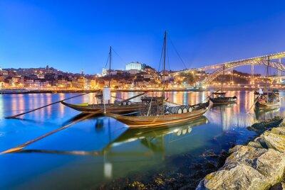 Traditionelle Portwein Transport Boote in Porto, Portugal