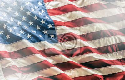 Sticker Usa Flagge. Amerikanische Flagge. Amerikanische Flagge weht im Wind