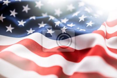 Sticker Usa Flagge. Amerikanische Flagge. Amerikanische Flagge weht Wind. Nahansicht. Studioaufnahme.