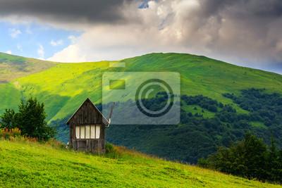 verlassene Gebäude in den Bergen