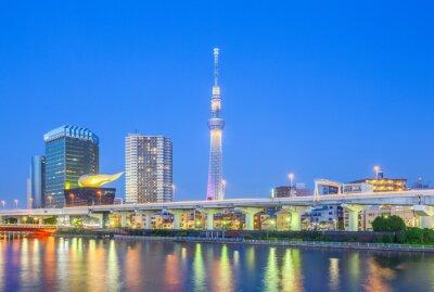 Sticker View of Tokyo Skytree Wahrzeichen und Sumida-Fluss in der Nacht.
