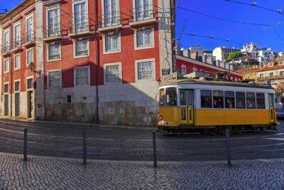 Sticker Vintage Lissabon Straßenbahn auf Stadtstraße