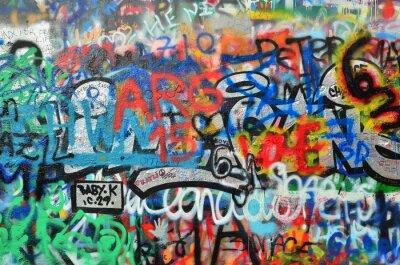 Sticker Wand mit Graffiti besprüht