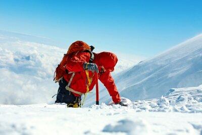 Wanderer auf dem Gipfel eines Pass