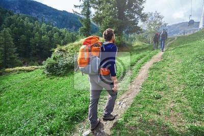 Wanderer in den Apls Bergen. Trek in der Nähe von Matterhorn Mount