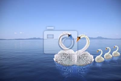 Weiße Schwäne Origami Familie in der Liebe auf dem Meer