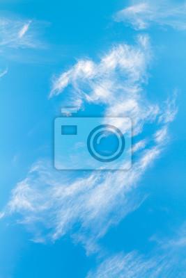 Wolke mit blauem Himmel