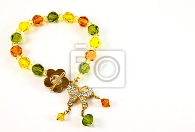 Armband mit Farbe Edelsteine auf einem weißen Hintergrund