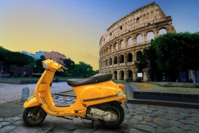 Sticker Yellow vintage scooter auf dem Hintergrund der Coliseum