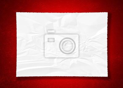 zerknittertes Papier auf rot