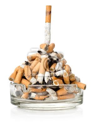 Zigaretten in einem Aschenbecher
