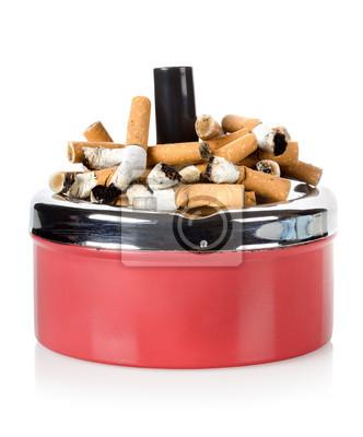 Zigaretten und Aschenbecher alt