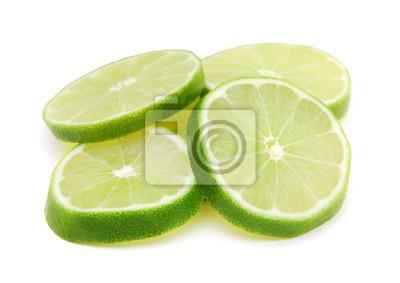 Zitrone geschnitten und auf Weiß gestapelt