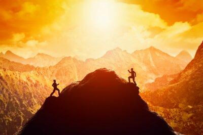 Sticker Zwei Männer laufen Rennen auf die Spitze des Berges. Wettbewerb, Konkurrenz, Herausforderung